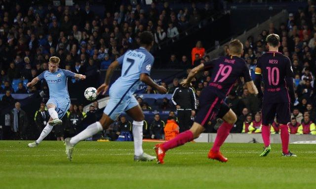 De Bruyne lanza la falta del 2-1