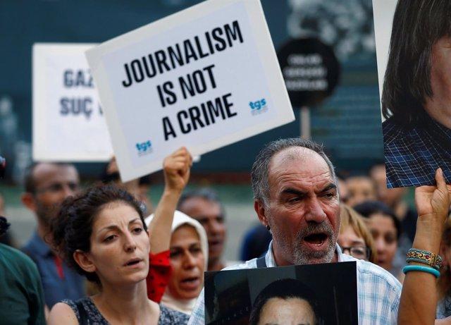 Manifestación a favor de la libertad de prensa en Estambul