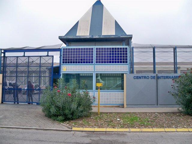 Centro de Internamiento de Extranjeros (CIE) de la Zona Franca