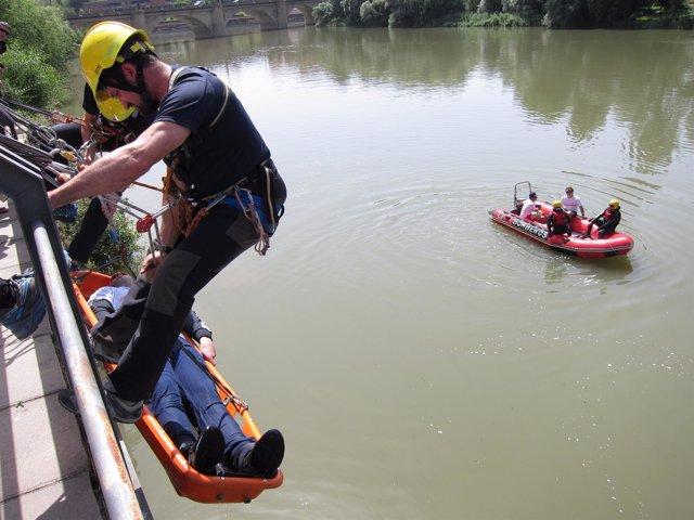 Imagen Del Simulacro De Rescate Desde El Río Ebro