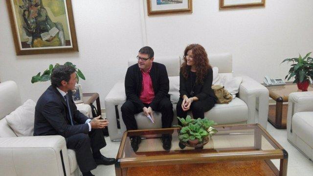 Encuentro entre los diputados de Podemos y el delegado del Gobierno