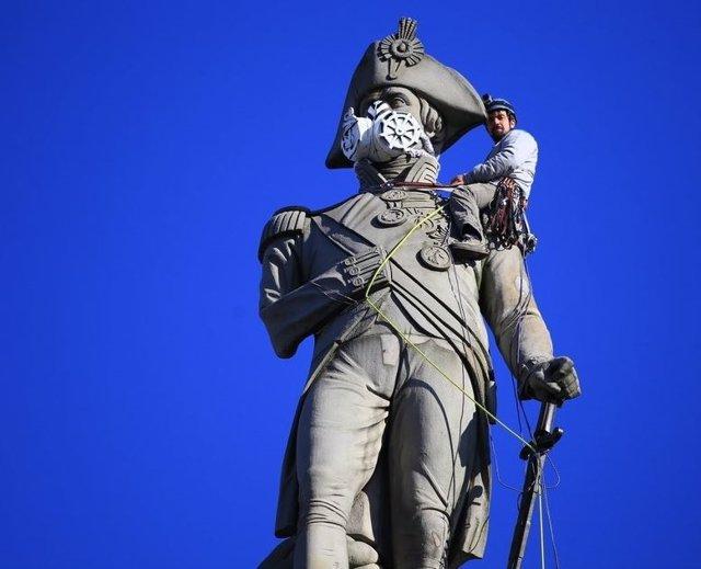 Estatua del almirante Nelson en la plaza de Trafalgar