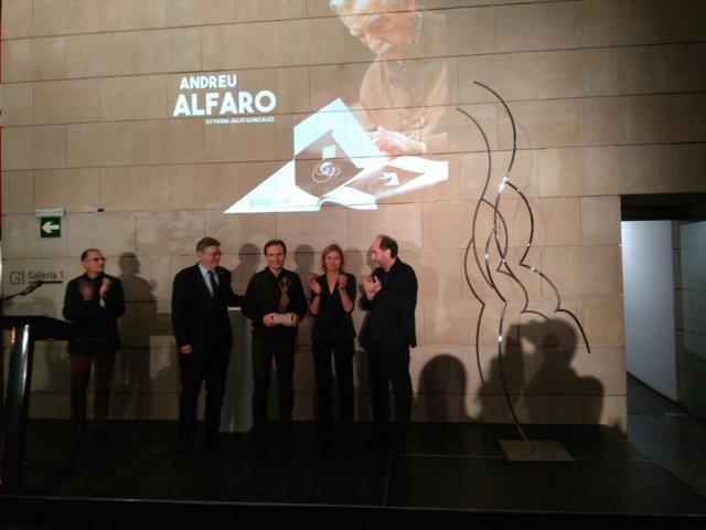 Puig entrega el Premio Julio González a Andreu Alfaro a título póstumo