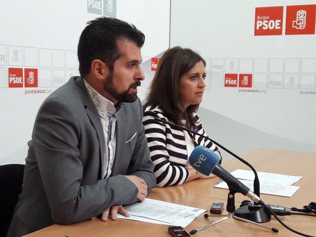 Tudanca junto a la secretaria provincial, Esther Peña