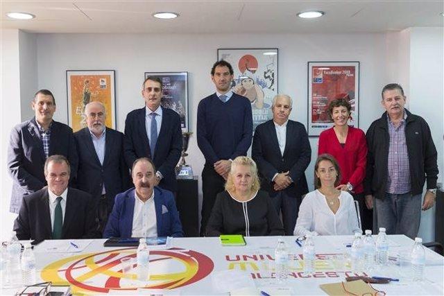 Jorge Garbajosa con su Comisión Ejecutiva
