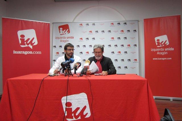 Álvaro Sanz y Adolfo Barrena este jueves en la sede de IU.