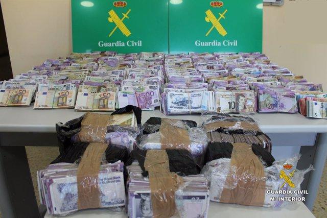 Dinero intervenido por la Guardia Civil de Cantabria