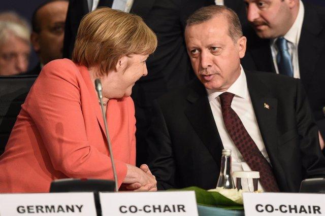 El presidente turco, Recep  Erdogan, con la canciller alemana, Angela Merkel