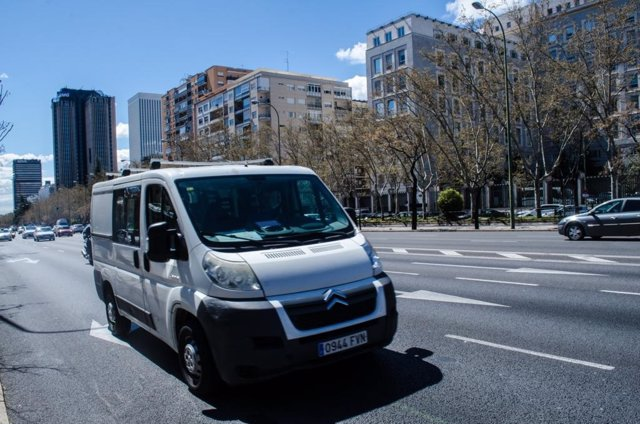 Coches, tránsito, Castellana, tráfico, contaminación, furgoneta, Madrid