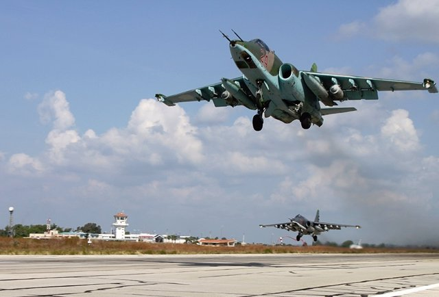 Caza ruso que participa en la ofensiva militar en Siria