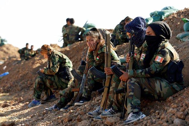 Mujeres kurdas luchan contra Estado Islámico