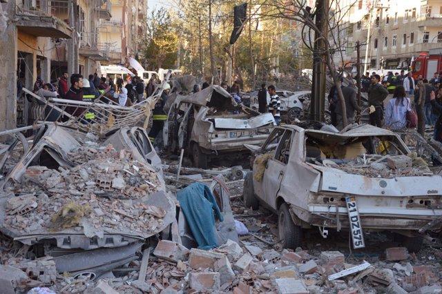 Atentado con coche bomba en la localidad turca de Diyarbakir