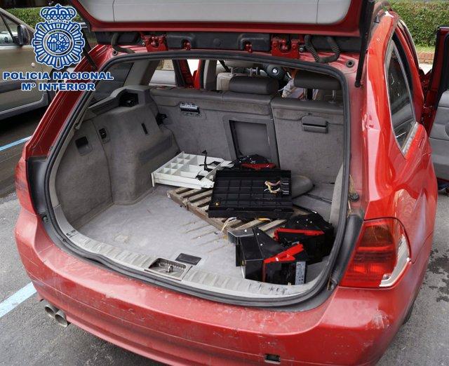 Detenidos dos individuos por robar en locales comerciales
