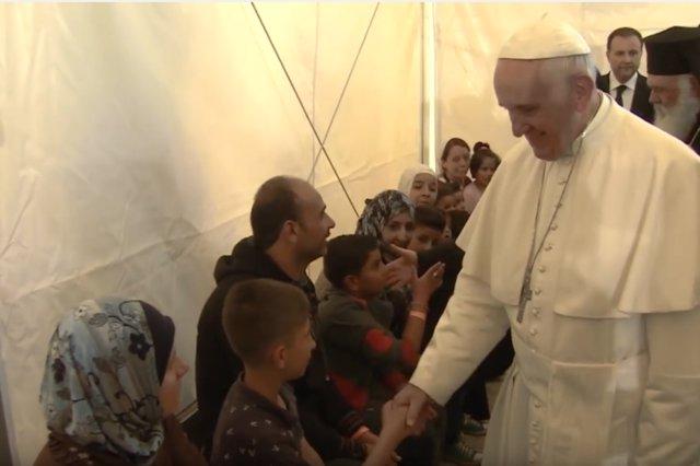 El Papa Francisco pide apoyo para los países que acogen un gran número de refugi
