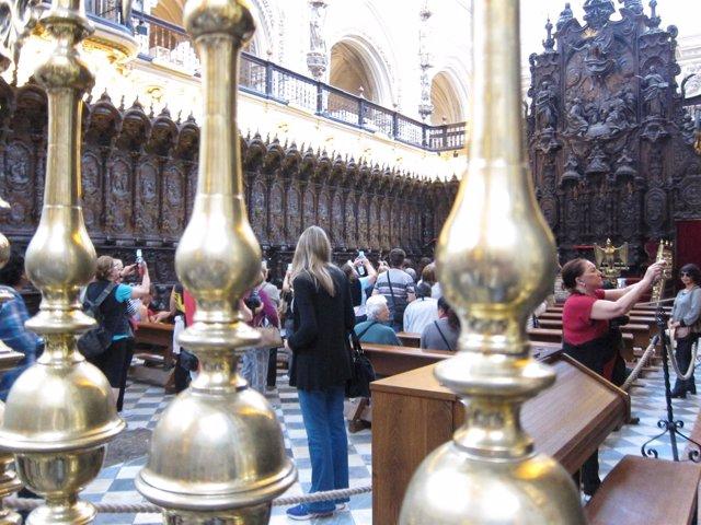 Turistas en el coro la Mezquita-Catedral de Córdoba