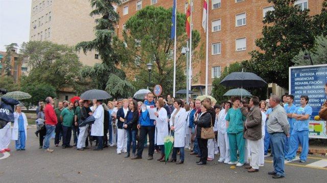 Concentración de personal sanitario en Toledo