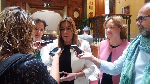 La presidenta de la Junta, Susana Díaz, atiende a los medios de comunicación