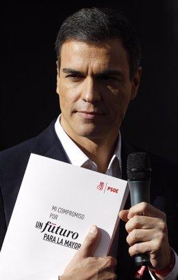 Pedro Sánchez participa en el reparto de propaganda electoral en Callao
