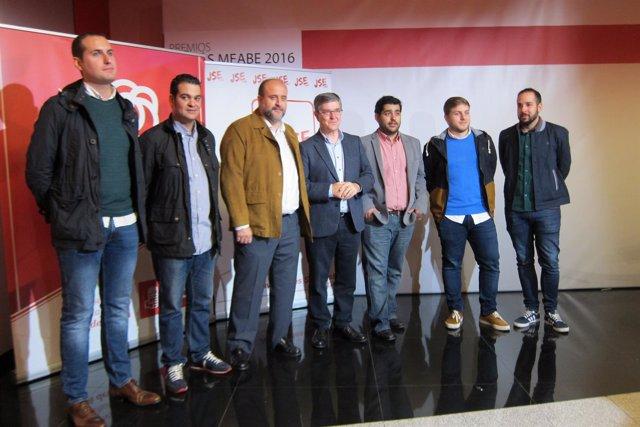 Representantes del PSOE antes de la inauguración de la Escuela de Otoño.