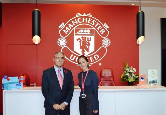 Elías Bendodo en una reunión con el Manchester United