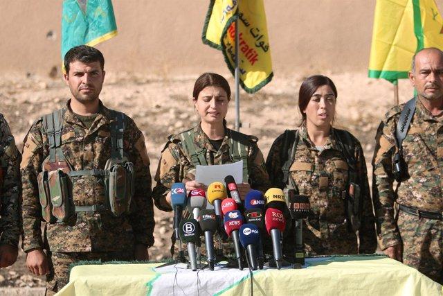 Comandantes de las Fuerzas Democráticas Sirias realizan el anuncia.