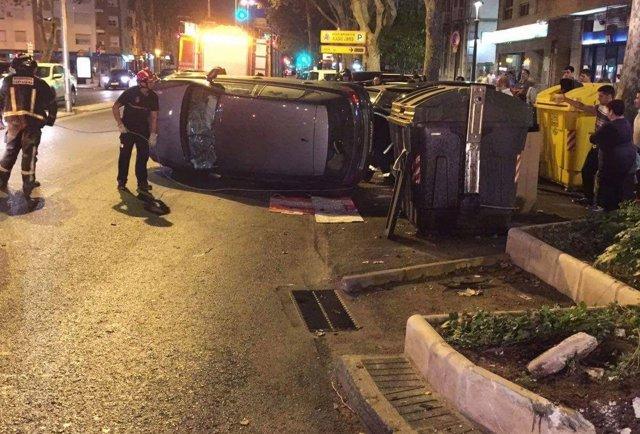 La Policía Local interviene en un accidente de tráfico con conductora atrapada