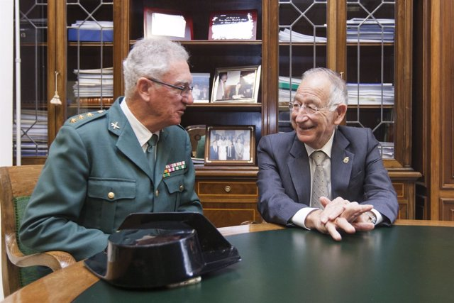 El coronel de la Guardia Civil de Almería y el presidente de la Diputación