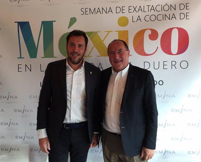 Carlos Moro (derecha) junto al alcalde de Valladolid.