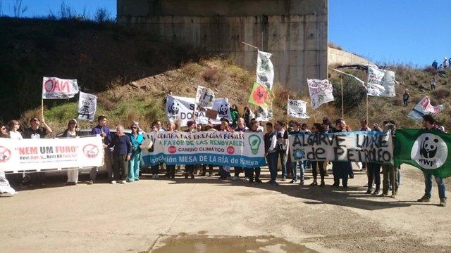 Manifestación en la frontera del Guadiana