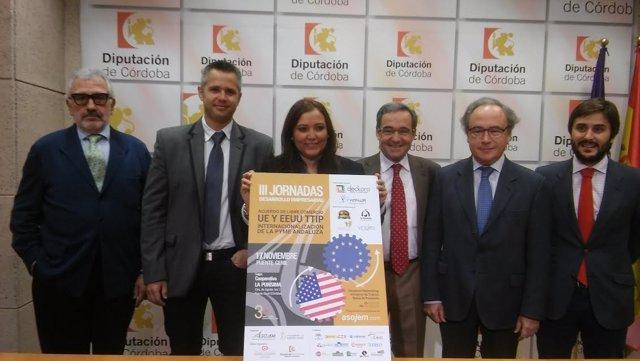 Carrillo, entre Ariza (izda.) y Moyano, durante la presentación del evento