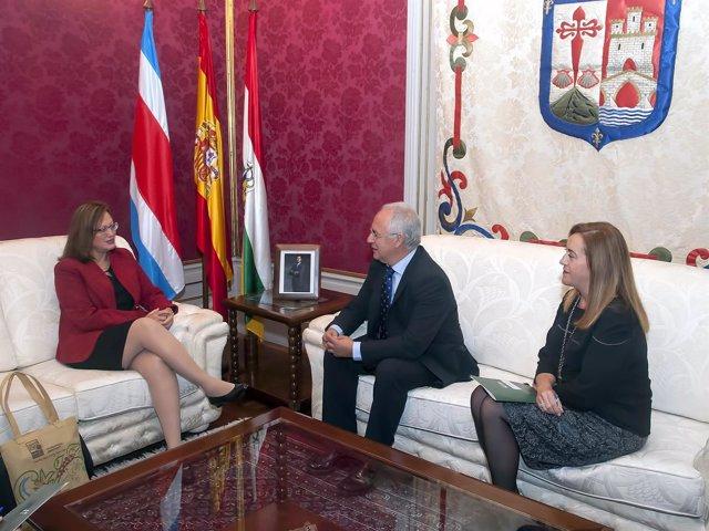Ceniceros y Martínez Arregui reciben a embajadora de Costa Rica