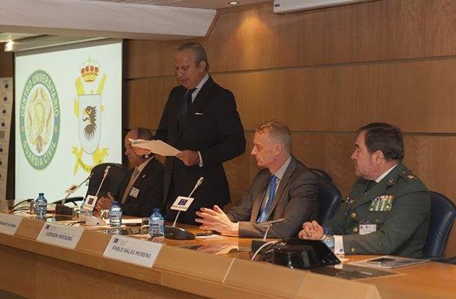 Fernández de Mesa en un seminario contra las amenazas transnacionales