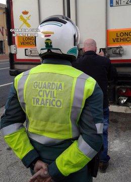 Guardia Civil detiene al conductor de un camión articulado de gran tonelaje