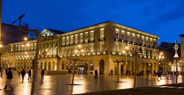 El Palacio De Navarra De Noche.