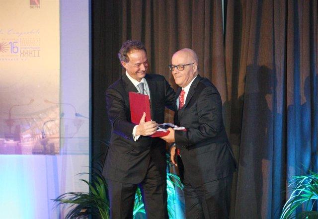Antonio Fernández Jurado recibe el premio de la Sociedad de Hematología