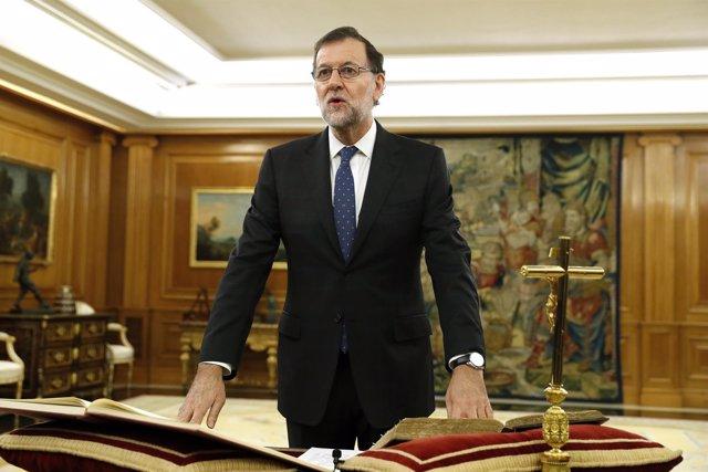 Rajoy jura ante el Rey su cargo como presidente del Gobierno