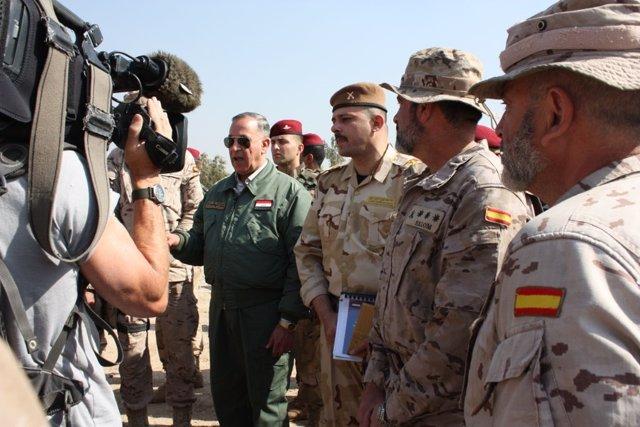 El ministro iraquí de Defensa, con militares españoles