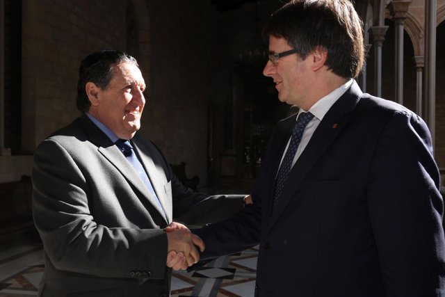 Puigdemont se reúne con el embajador de Argentina en el Palau de la Generalitat