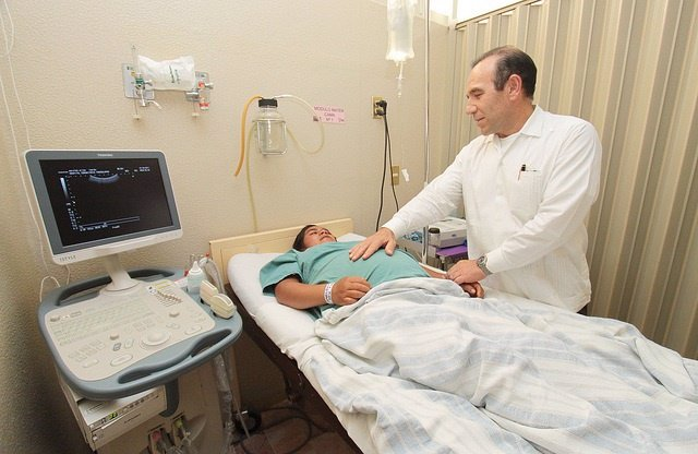 Embarazada, consulta médico