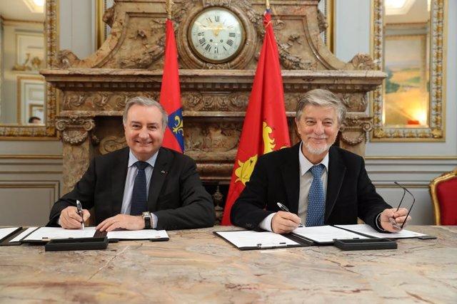 El alcalde de Zaragoza, Pedro Santisteve, y el de Toulouse, Jean-Luc Moudenc