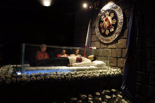 El cuerpo embalsamado del exdictador Ferdinand Marcos