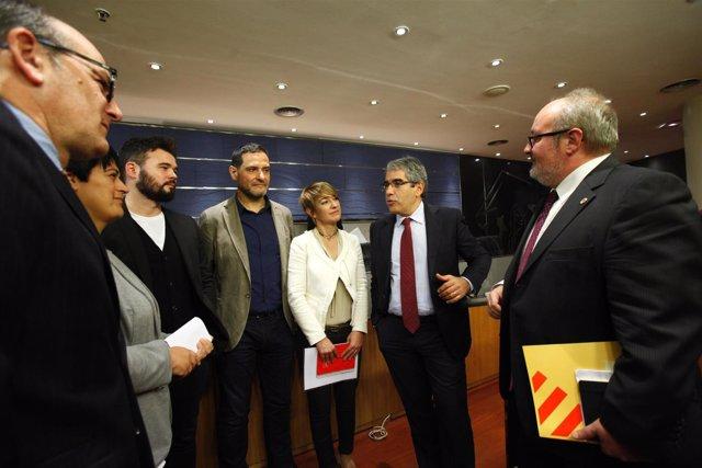 Francesc Homs, portavoz de PDECAT con otros diputados