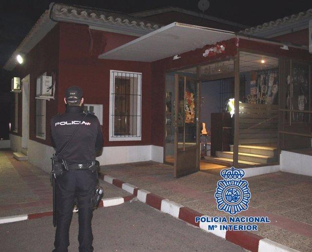 """""""La Policía Nacional Clausura Por Orden Judicial Un Club De Alterne En Los Baños"""