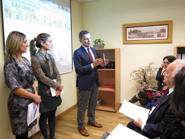 Escobar presenta a asociaciones el Centro de Apoyo a las Familias