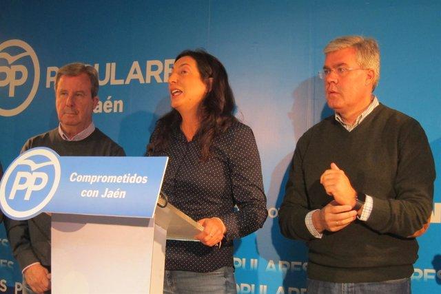 La secretaria general del PP-A, Loles López, en la rueda de prensa.
