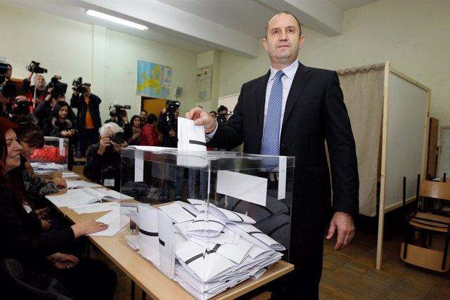 El candidato presidencial del BSP búlgaro, Rumen Radev