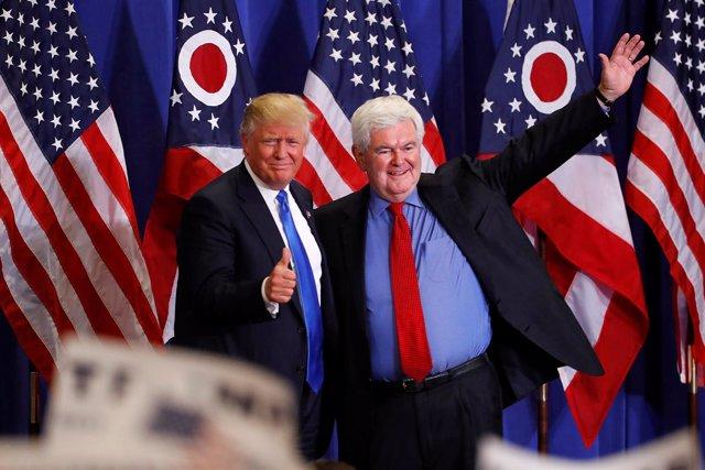 Donald Trump y Newt Gingrich durante un acto de campaña