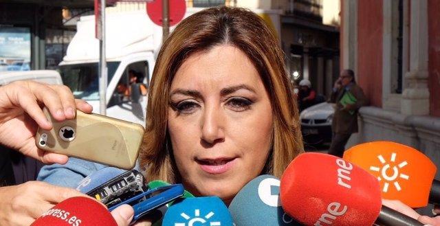 Susana Díaz atiende a los medios antes de los premios Losada Villasante