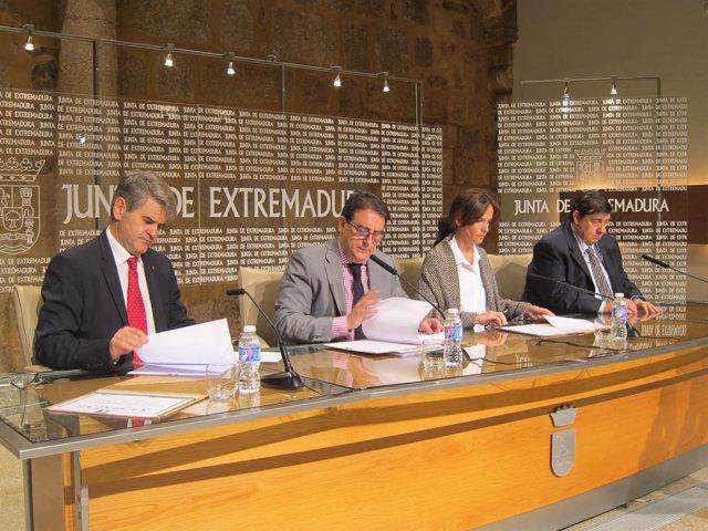 Firma del convenio de zona de juegos en el hospital materno infantil de Badajoz