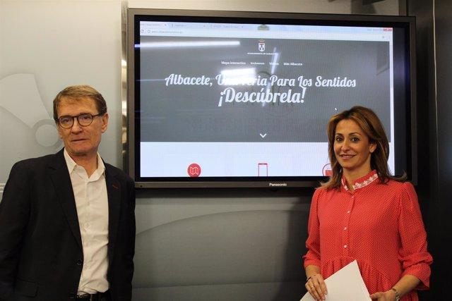 Corte De Sonido, Fotografía Y NP Rosa González.El Ayuntamiento De Albacete Pone
